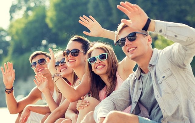 cropped_CUT_Hello_waving_people_welcom_iStock